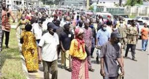 Retirees block Imo Govt House entrance, demand payment of pensions