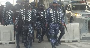 Heavily armed police men  occupy Lekki Tollgate ahead of Saturday's protest