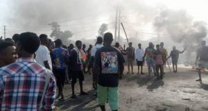 Angry residents block Kaduna-Abuja expressway to protest kidnapping and banditry