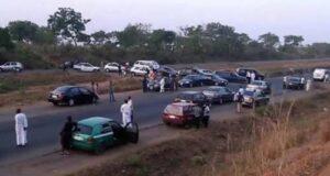 Residents block Abuja-Kaduna Expressway over incessant killings by bandits