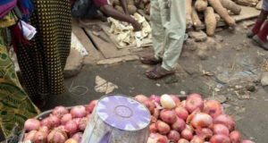 Yam sold in slices at Nigerian market (photo)